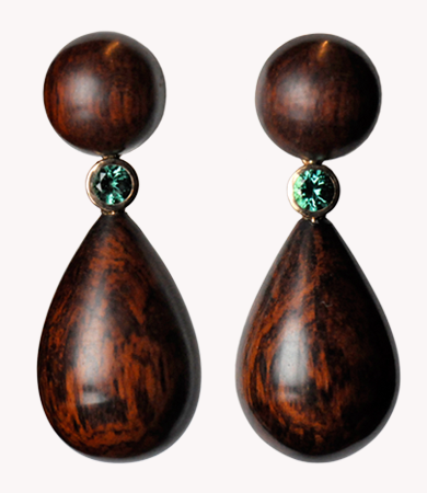 Snake wood, yellow gold, green tourmaline T.A.C. earrings | Statement Jewels